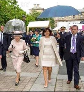Reine et maire de Paris