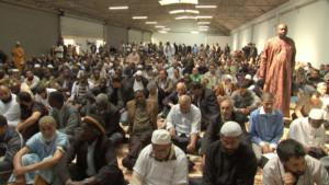 premiere-priere-des-musulmans-du-quartier-de-la-goutte-d-or-dans-10543400lksel_1713