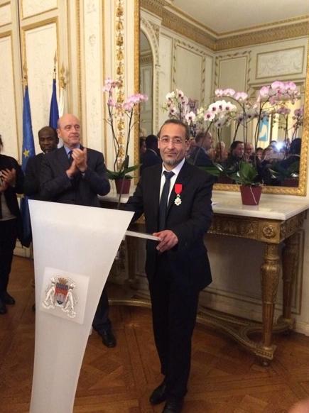 Remise de la Légion d'Honneur à Tarek Obrou par Alain Juppé en 2013